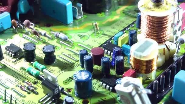 1920 x 1080 25 fps-nál nagyon szép régi Tv elektronikus áramköri forgó videóinak.