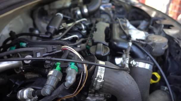 Části záběru automobilového motoru.