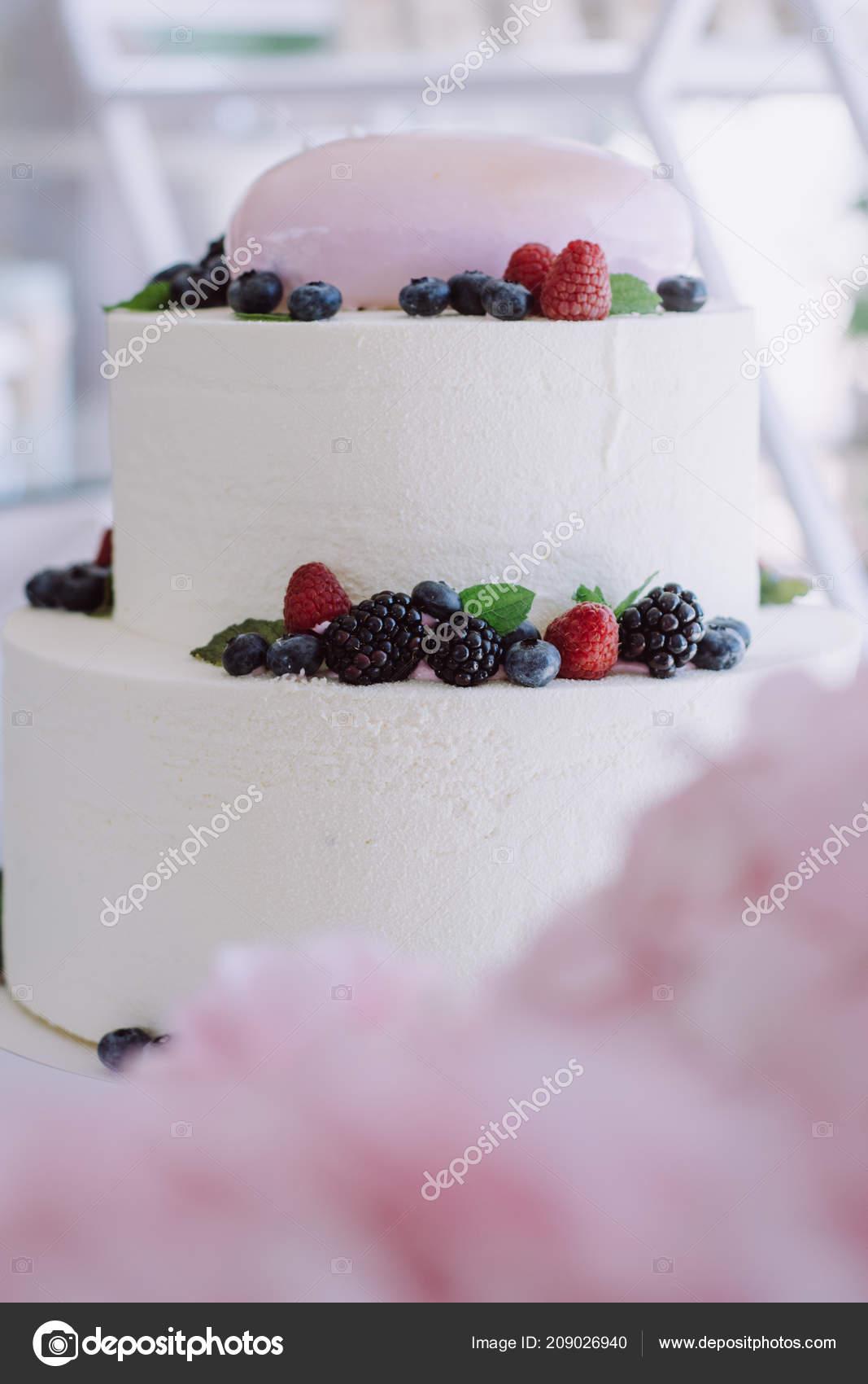 Gâteau Mariage Anniversaire Avec Des Baies Tarte Sucrée Sur Banquet