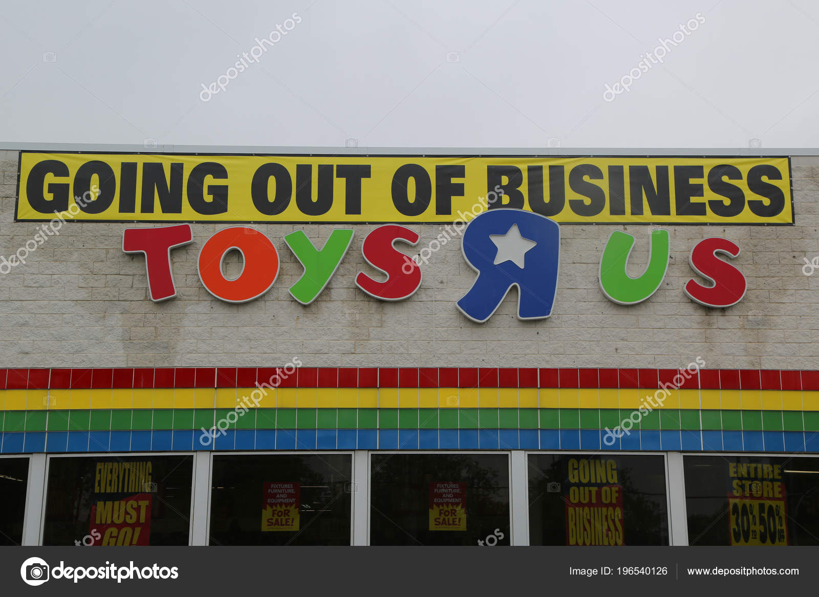 Brooklyn New York May 2018 Going Out Business Sign Toys Stock