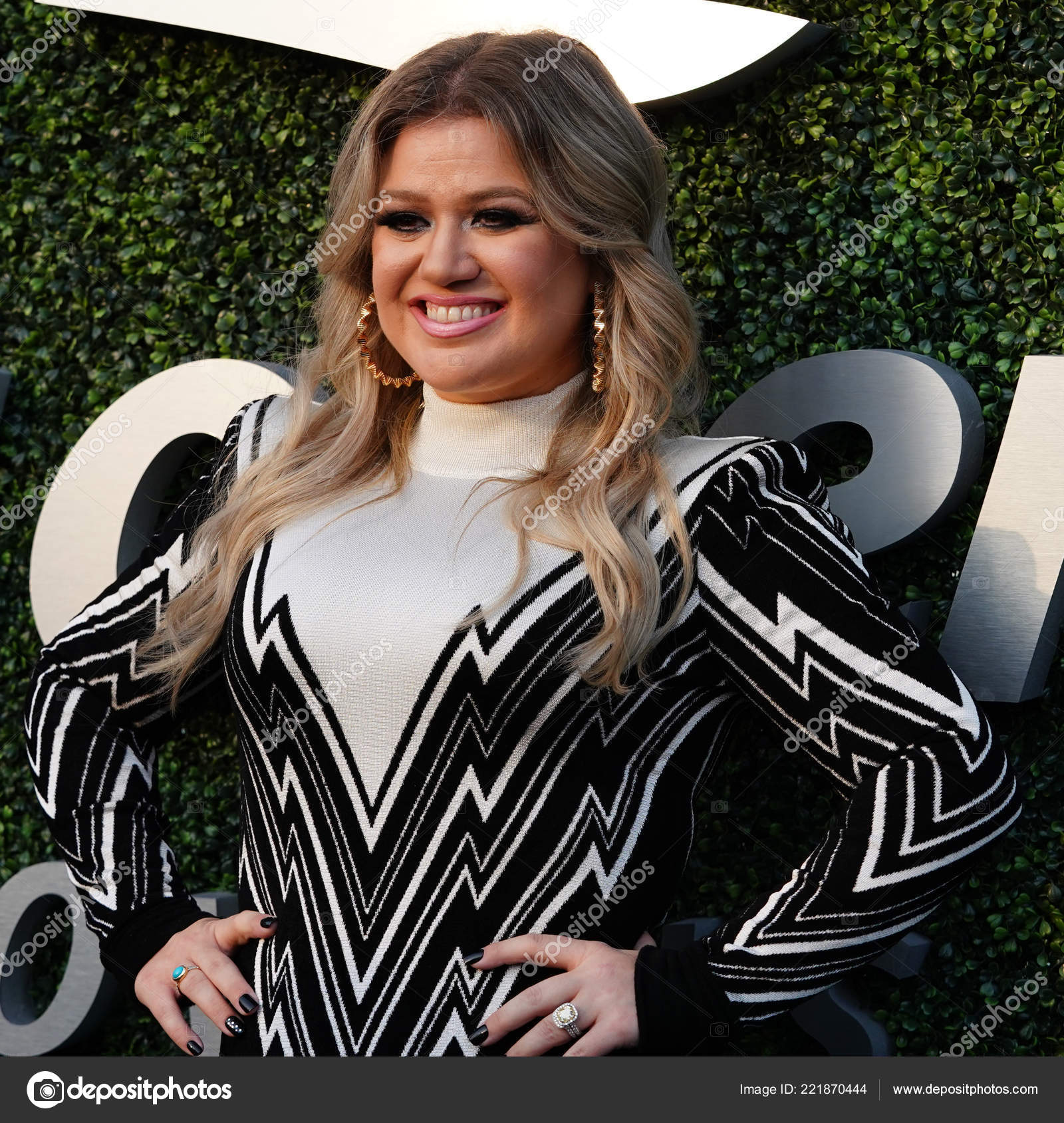 4173cd6d NEW YORK - AUGUST 27, 2018: Grammy Award Winning Superstar Kelly Clarkson  on the blue carpet before 2018 US Open opening night ceremony at Tennis  Center in ...
