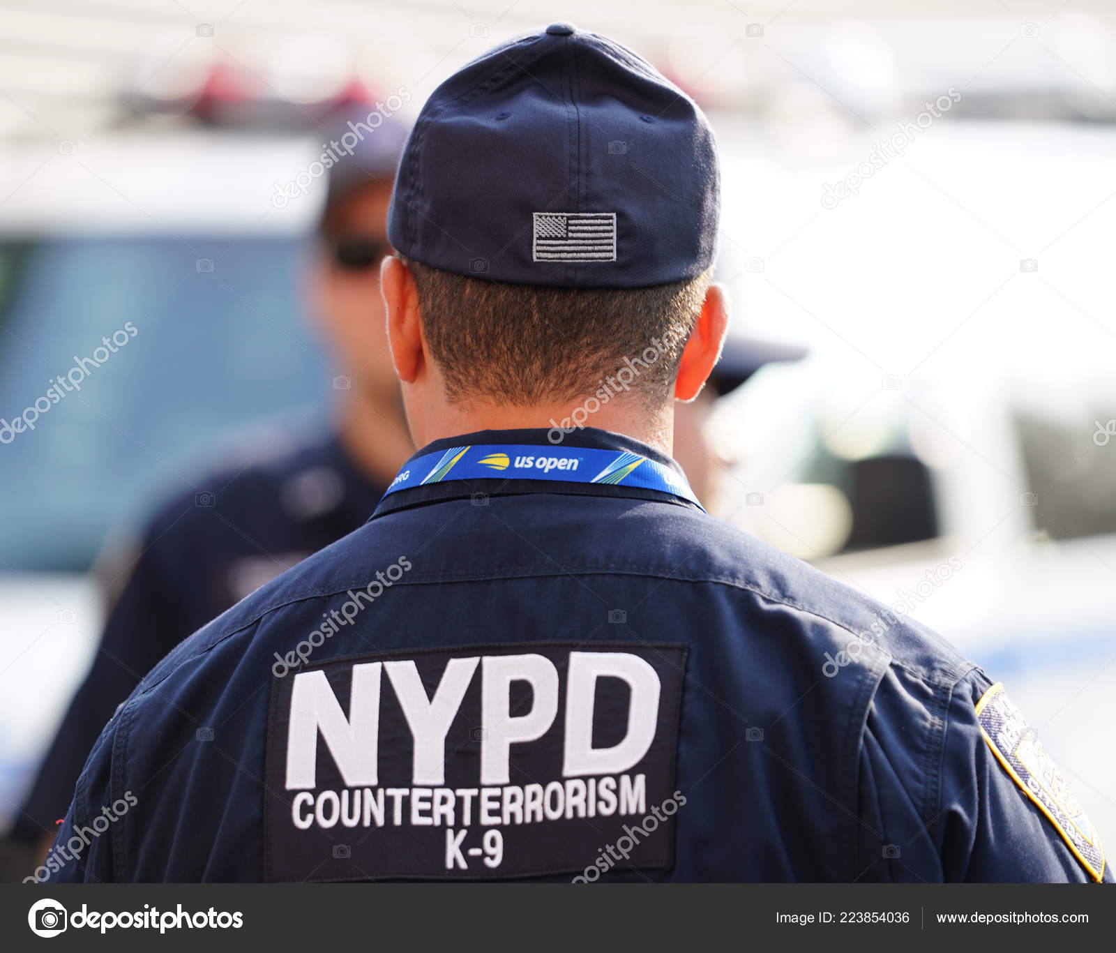 04e2f9d6 NEW YORK - AUGUST 27, 2018: NYPD counter terrorism K-9 police officer  provides security at National Tennis Center during 201U8 S Open in New York  — Photo by ...