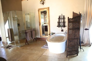 HOEDSPRUIT, SOUTH AFRICA - SEPTEMBER 28, 2018: Interiors in luxury safari lodge in the Kings Camp Private Game Reserve in Timbavati Private Nature Reserve, South Africa