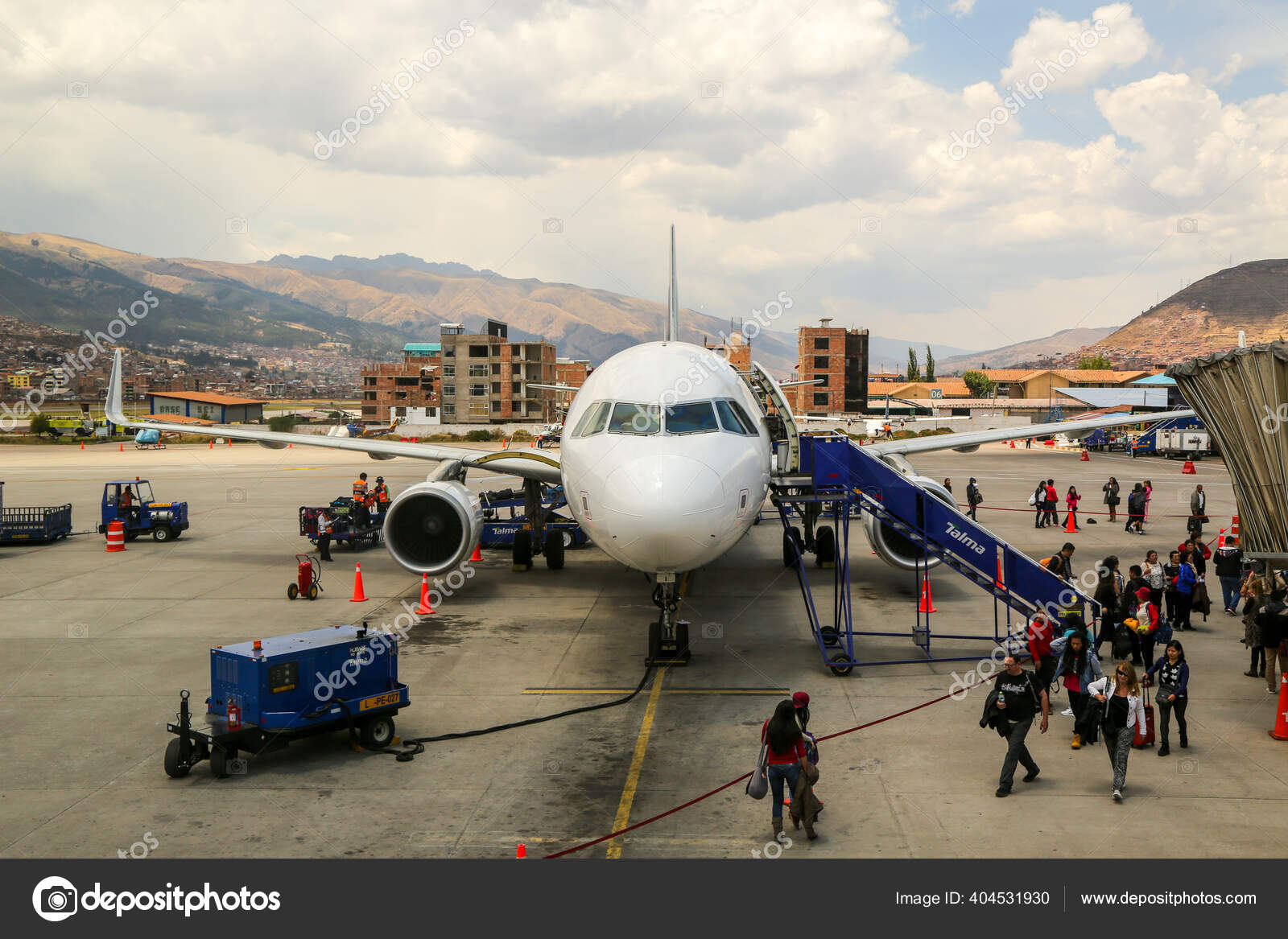Cusco Peru Septiembre 2016 Avion Latam Airlines Aeropuerto Internacional Alejandro Foto Editorial De Stock C Zhukovsky 404531930