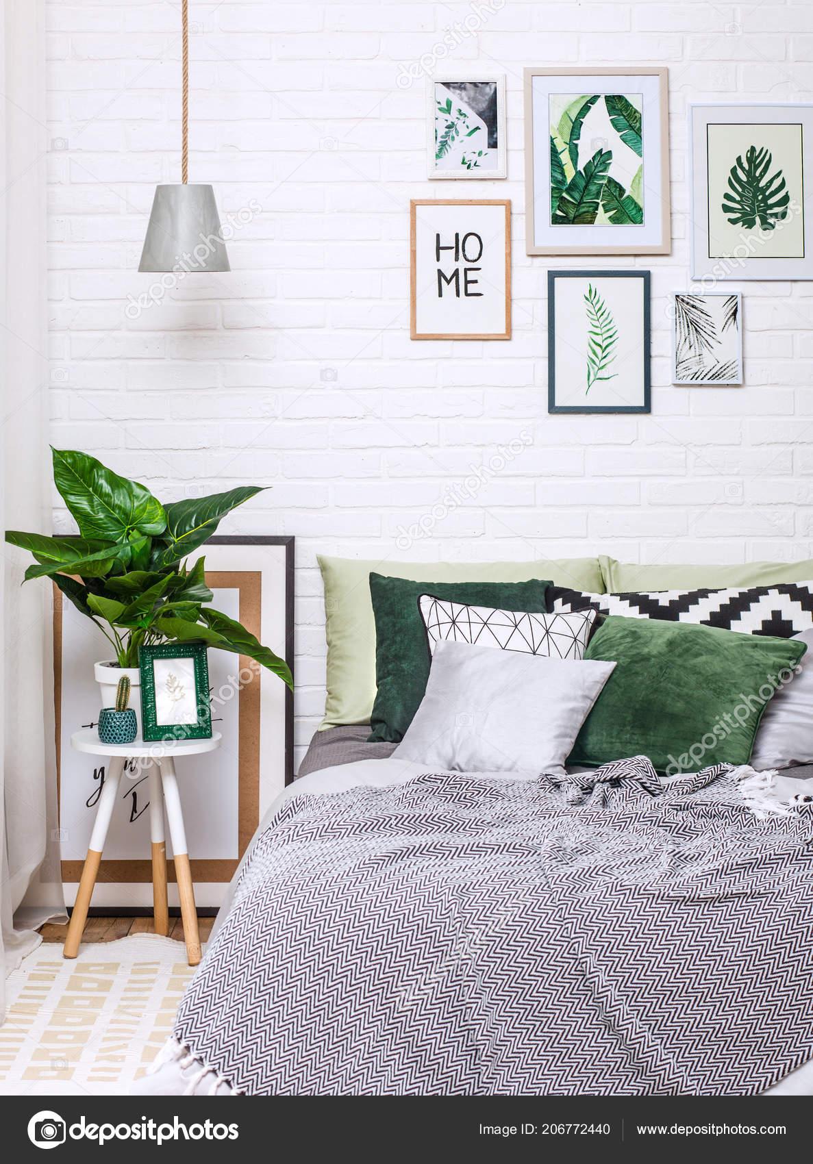 Schlafzimmer Innenraum Grau Grün Töne Mit Bildern Auf Einer Weißen ...