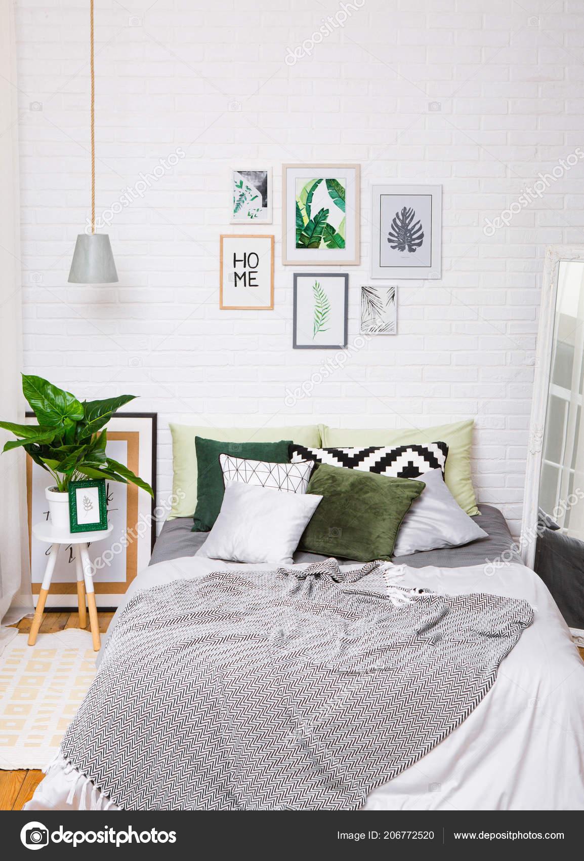 Schlafzimmer Innenraum Grau Grün Mit Einem Ficus Spiegel ...