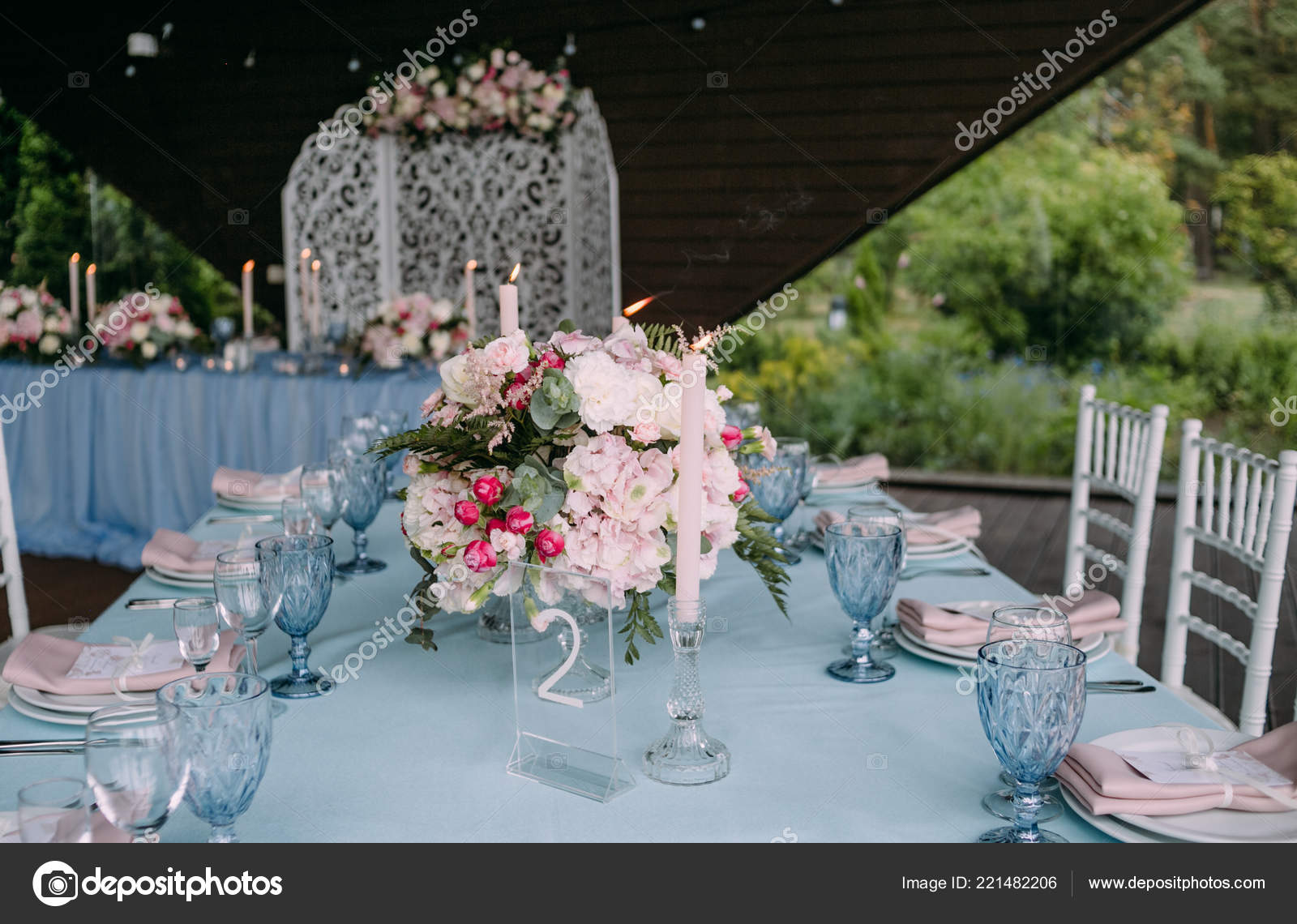 Pink And White Table Decorations  from st4.depositphotos.com