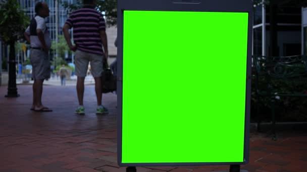 Zelená obrazovka inzerát v ocelovém rámu v centrální oblasti