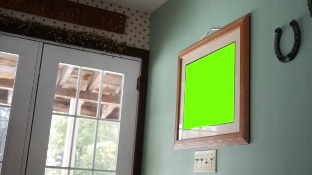 Egy zöld képernyő képkeret ország falon