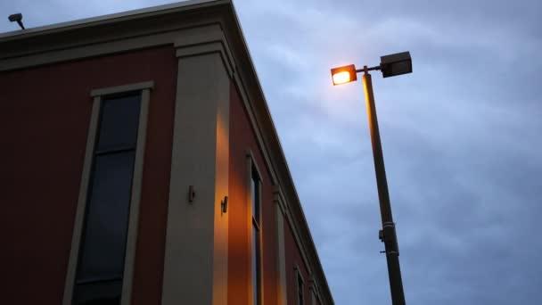 Vytvoření snímek okna moderní červené moderní budovy