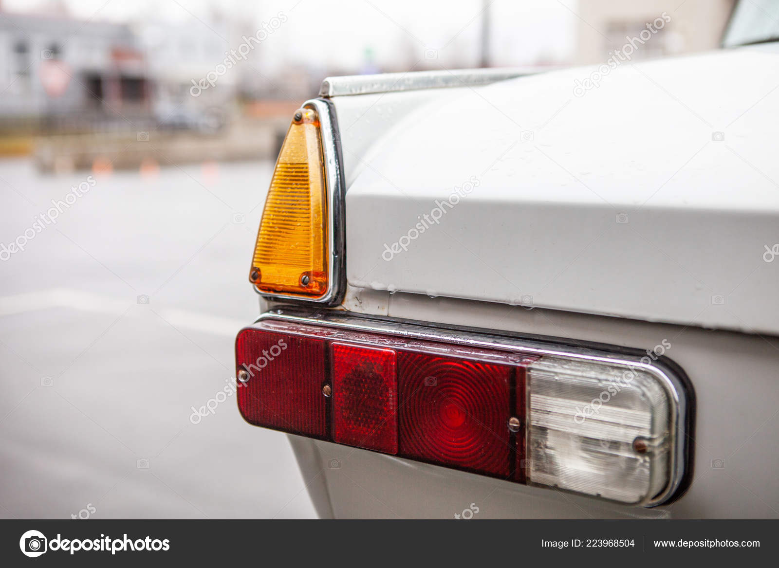 Left Taillights Retro Car Rain — Stock Photo © Magnito #223968504