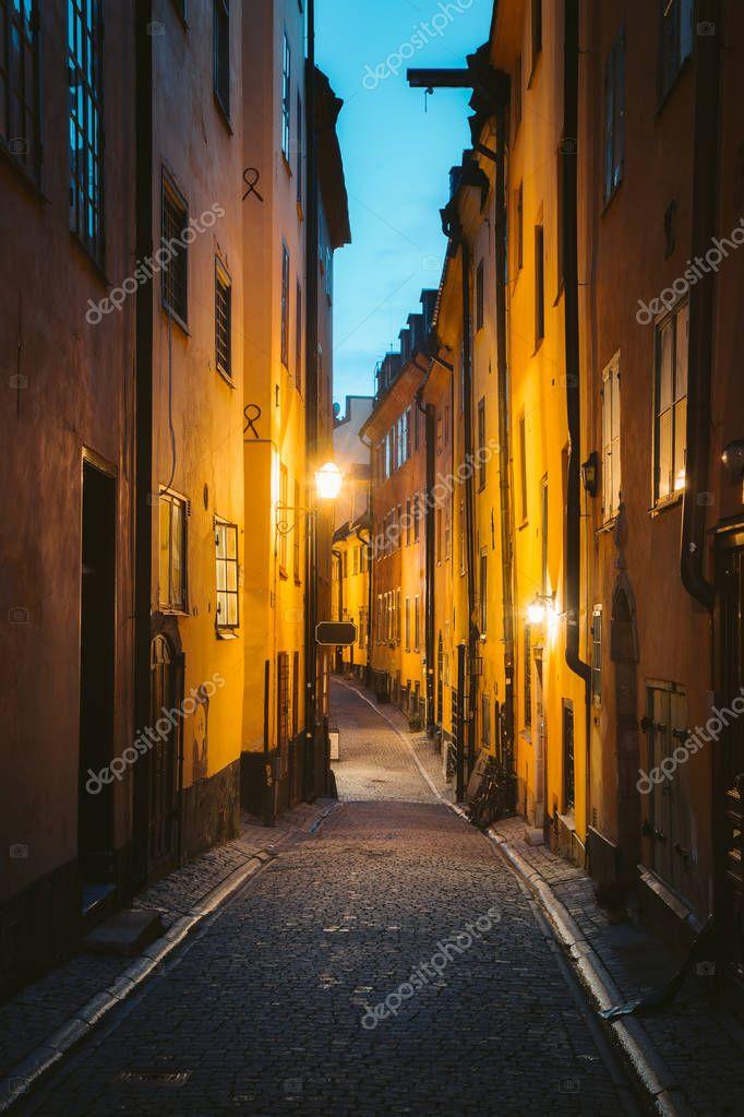 Фотообои Stockholm's Gamla Stan old town district at night, Sweden