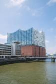 Hamburg, Deutschland - 28. Juni 2018: moderne neue Elbe-Philharmonie und Elbe