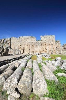 The roman palaestra was built in travertine on a square plan of 76x76 ms.by Gaius Julius Cornutus Bryonianus during emperor Claudius time -41 to 54 AD- and dedicated to him. Perge-Pamphyilia-Turkey.