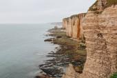 Fotografie Letecký pohled na krásném skalnatém útesu v Etretat, Francie