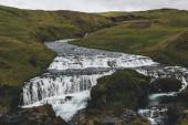 krajina s krásnou Skoga řeka protékající vysočiny na Islandu