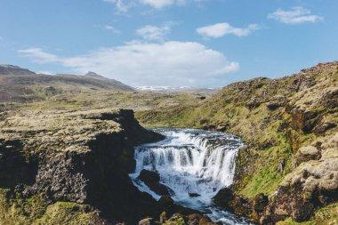 """Картина, постер, плакат, фотообои """"вид с воздуха на реку скога, протекающую через высокогорье под голубым небом в исландии сакура"""", артикул 211309210"""
