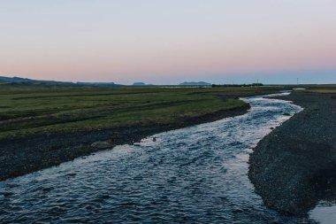 """Картина, постер, плакат, фотообои """"живописный вид на ландшафт с рекой, протекающей возле луга в исландии постеры печать архитектура"""", артикул 211309666"""