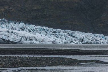 Glacier Skaftafellsjkull and snowy coastline during daytime in Iceland stock vector