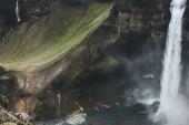Letecký pohled na Haifoss vodopád a zelené kopce, Island