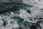 vysoký úhel pohledu záběr vlnité modrý oceán pro pozadí