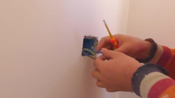 aljzatba.. Installálás. villanyszerelő