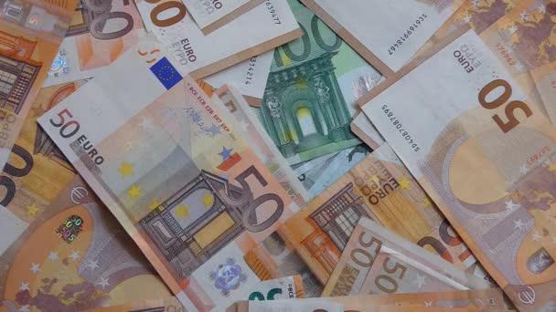 Zpomalte střelbu z padajících bankovek. padající účet