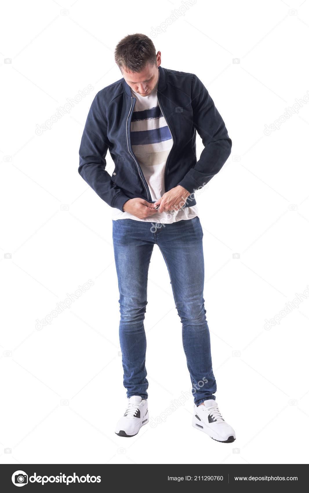 Casual Hombre Adulto Joven Vestirse Zipping Chaqueta Mirando