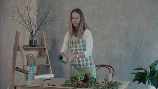 Virágüzlet, csomagolópapír, a csokor kiválasztása
