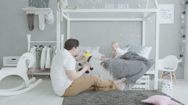 Örömteli baba játék játékok szeretett apa otthon