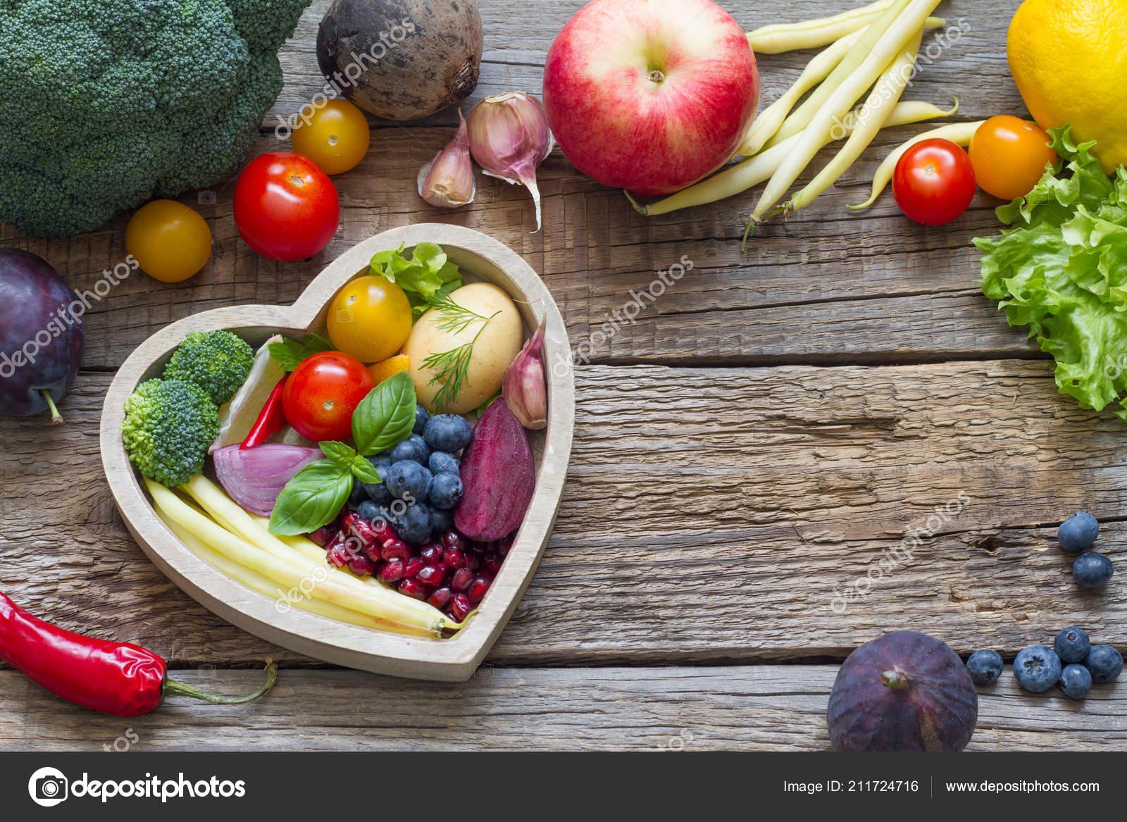 Gesunde Ernahrung Herzen Diat Konzept Mit Frischem Obst Und Gemuse