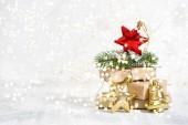 Vánoční dárky a ozdoby s zlatého světla dekorace