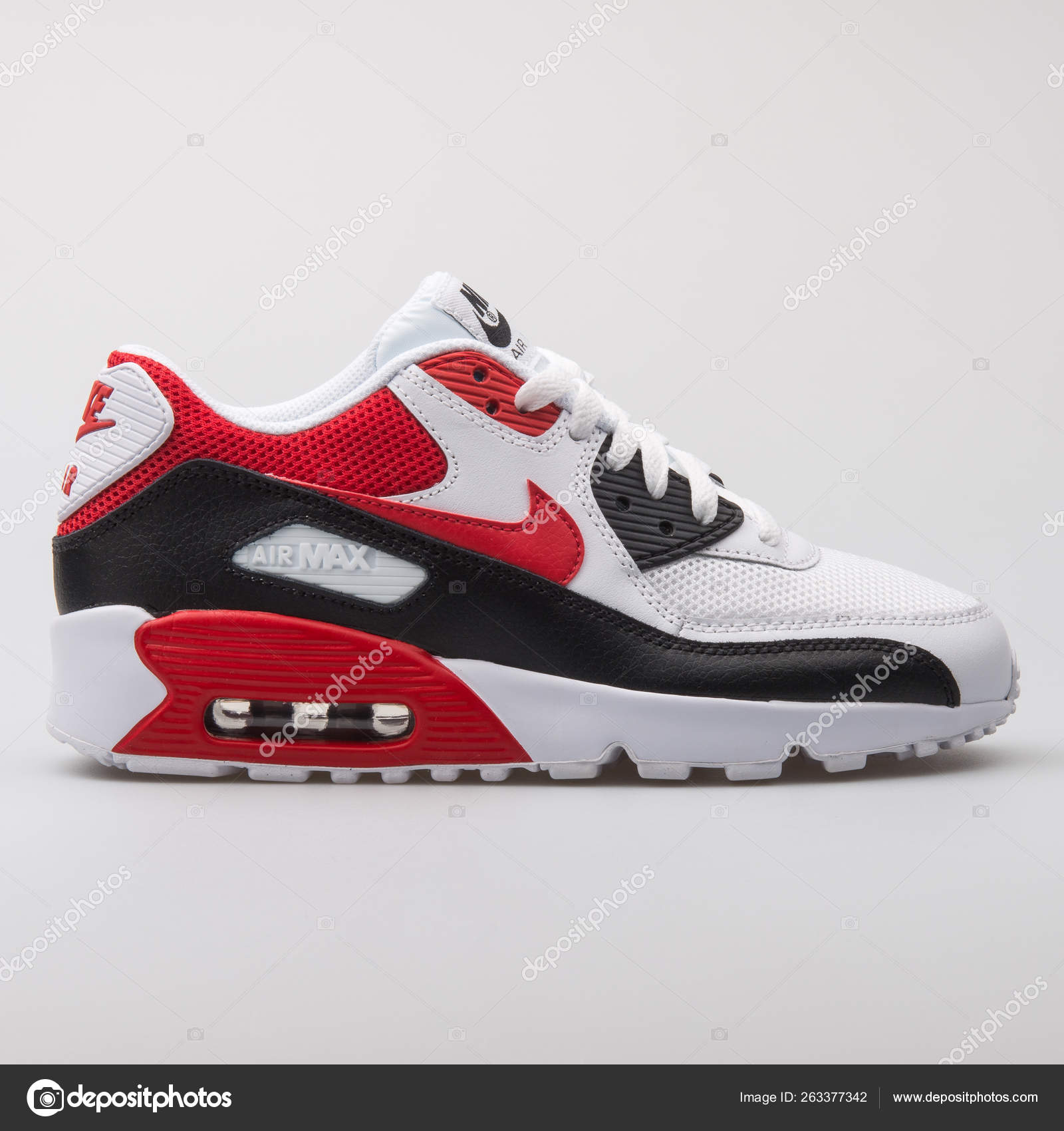 2f33f9f9 Nike Air Max 90 Mesh white, black and red sneaker — Foto editorial ...