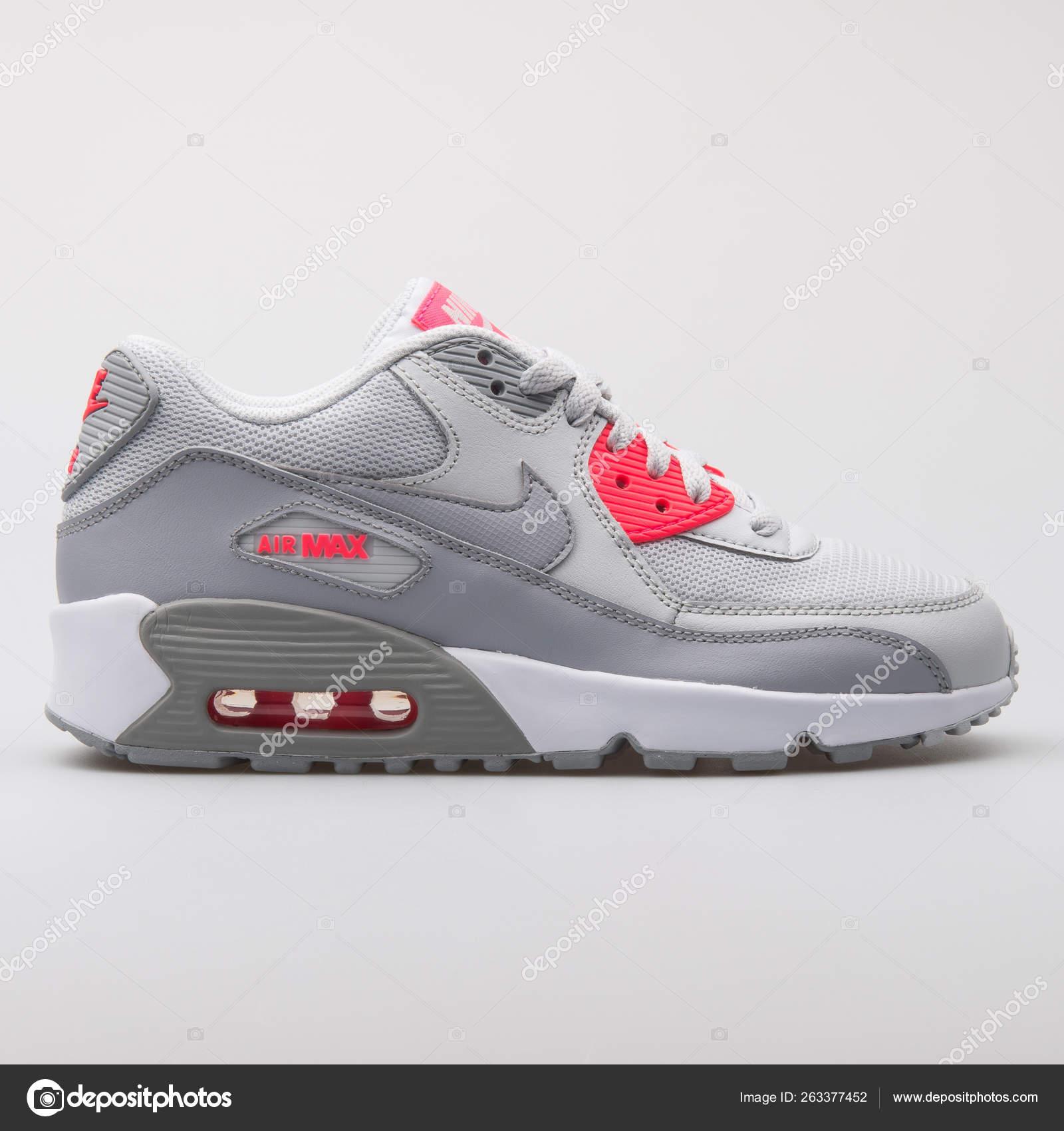 Nike Air Max 90 Mesh grey and pink sneaker – Stock Editorial