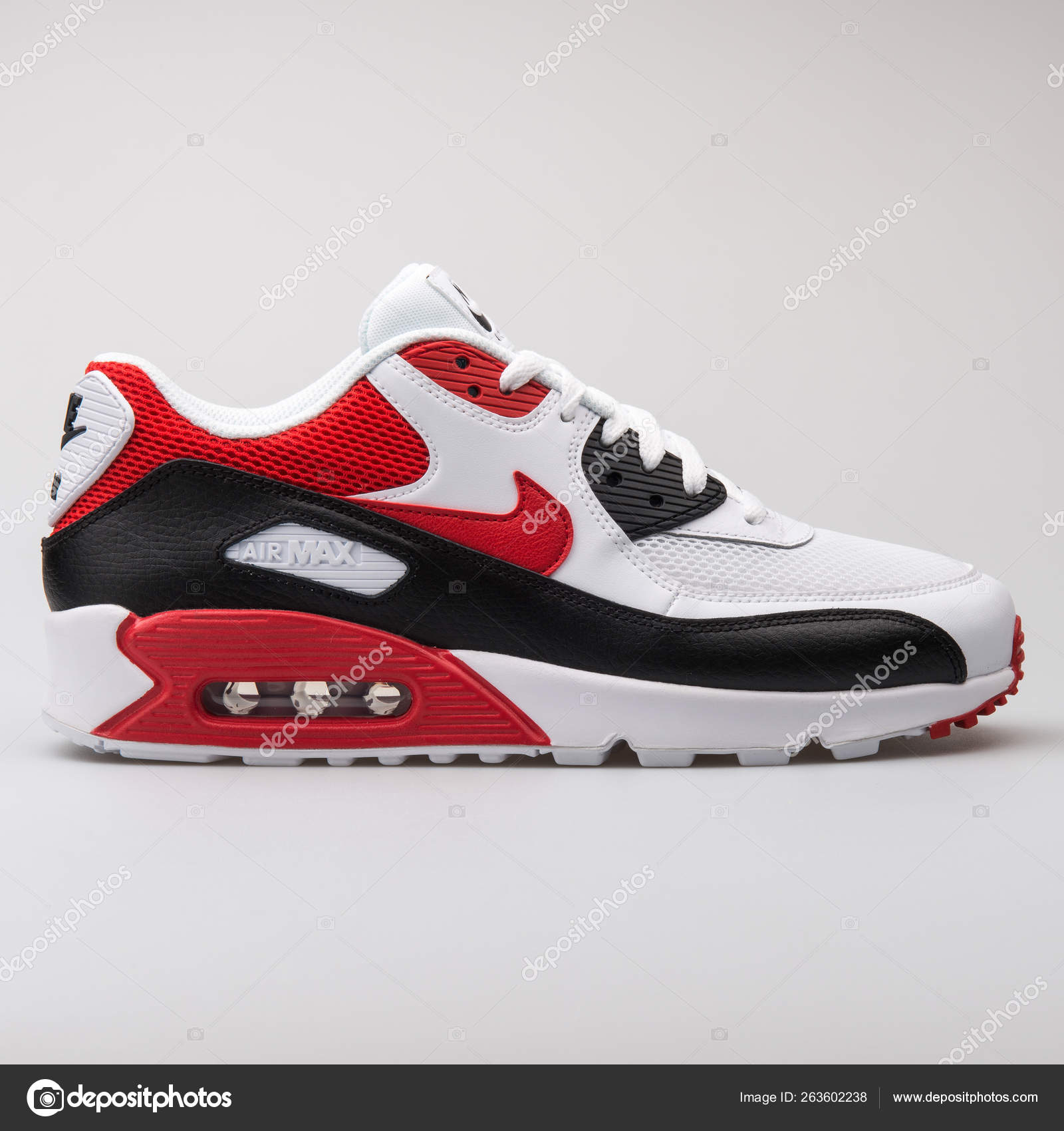 Nike Air Max 90 Essential shoes white black red