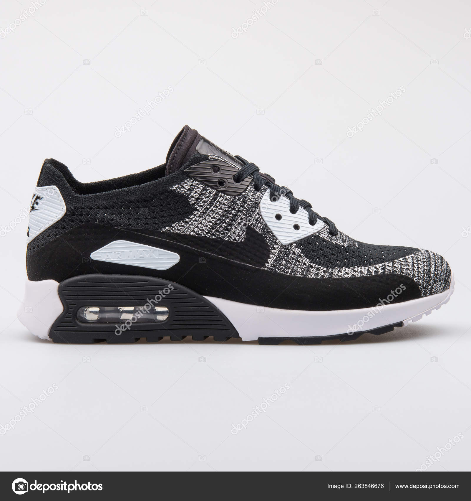 Perspicaz Rama Planta de semillero  Nike Air Max 90 Ultra 2.0 Flyknit black and white sneaker – Stock Editorial  Photo © xMarshallfilms #263846676