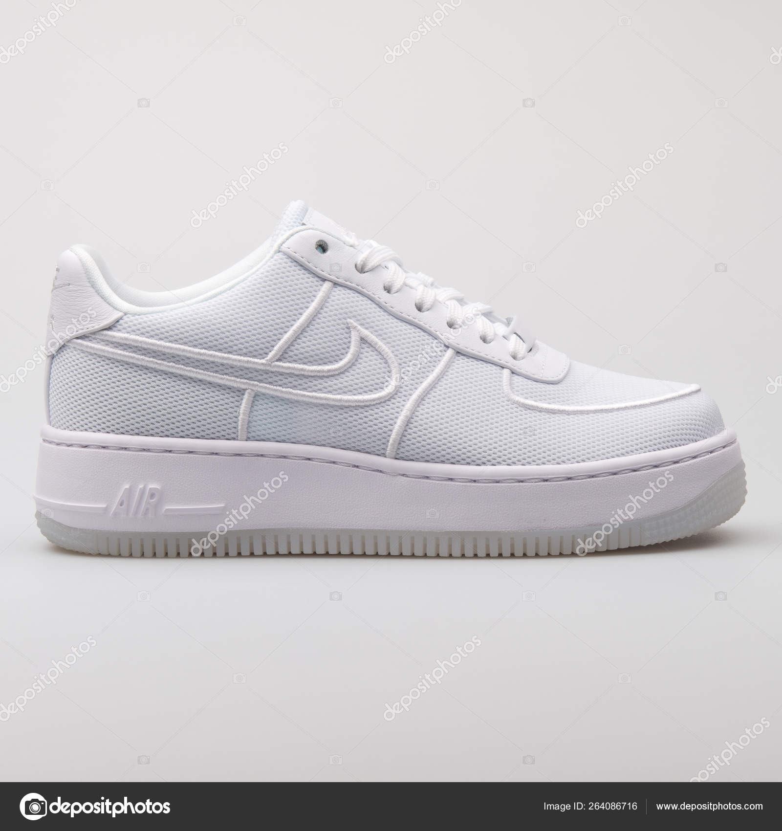 Red Desde allí recurso renovable  Nike Air Force 1 Low Upstep BR white sneaker – Stock Editorial Photo ©  xMarshallfilms #264086716