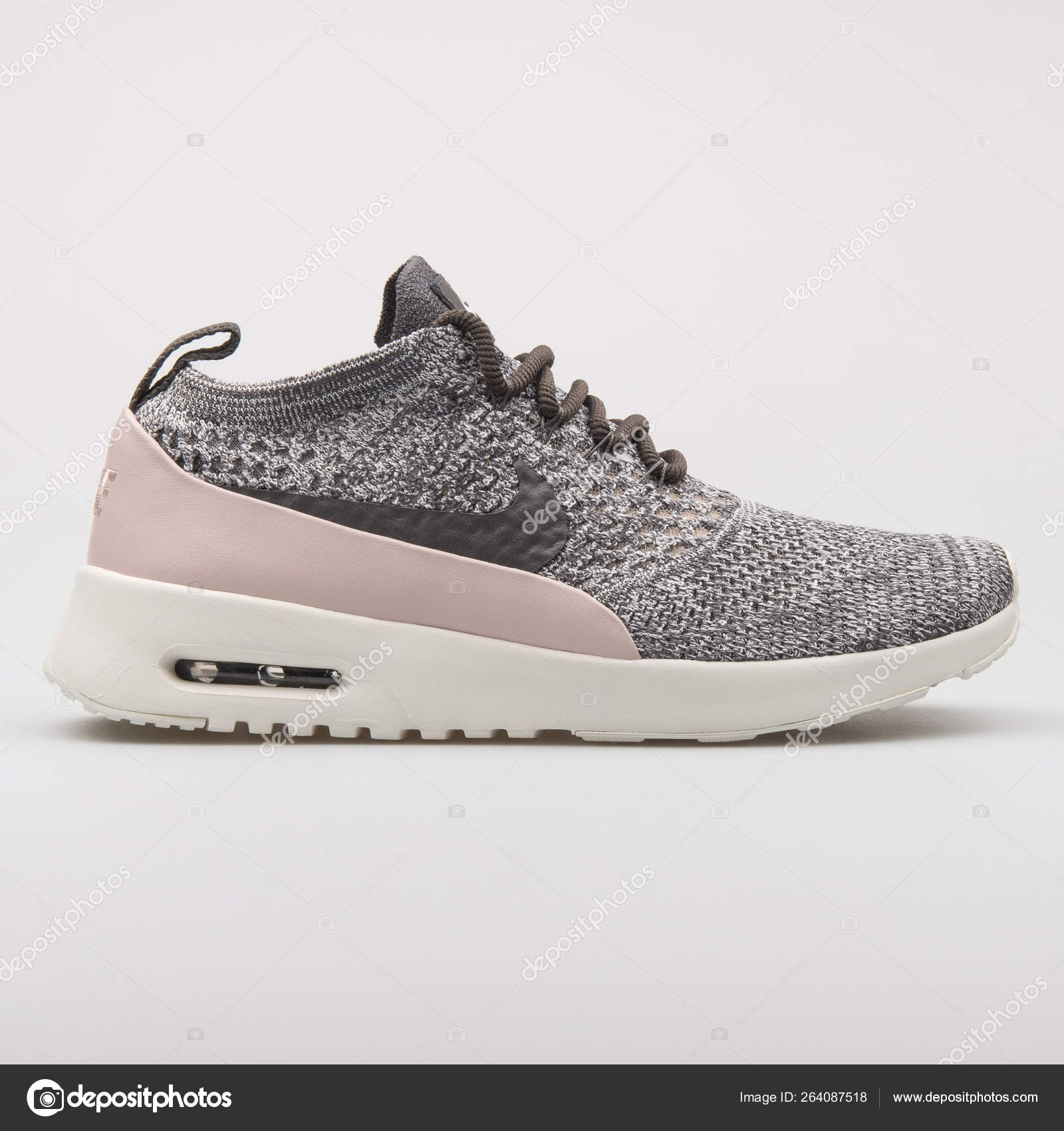 egipcio Celda de poder Arrestar  Nike Air Max Thea Ultra Flyknit grey and pink sneaker – Stock Editorial  Photo © xMarshallfilms #264087518