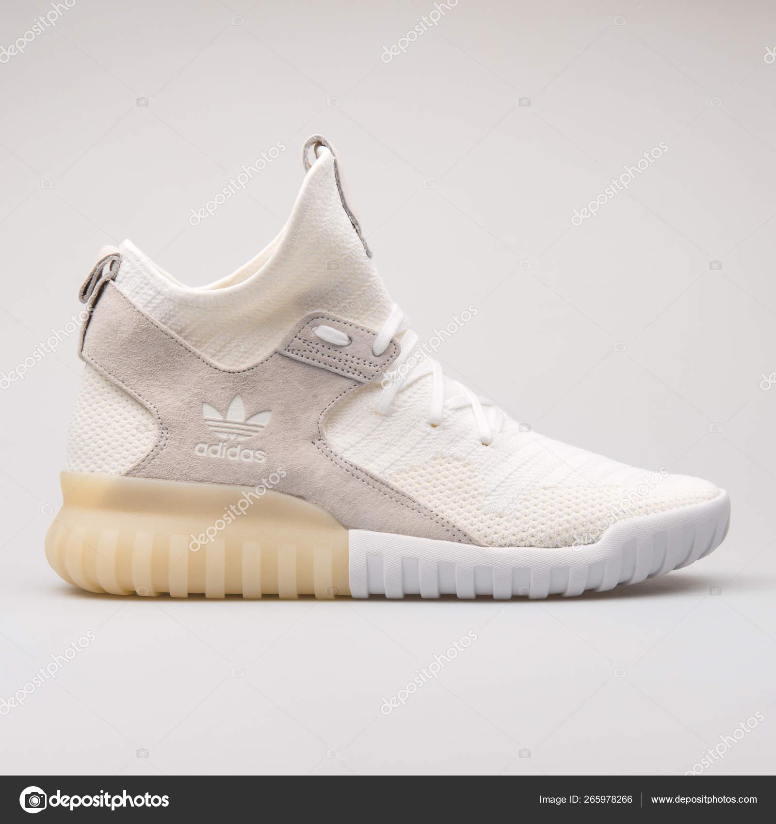 Arrepentimiento vendedor Miseria  Adidas Tubular X PK white sneaker – Stock Editorial Photo © xMarshallfilms  #265978266