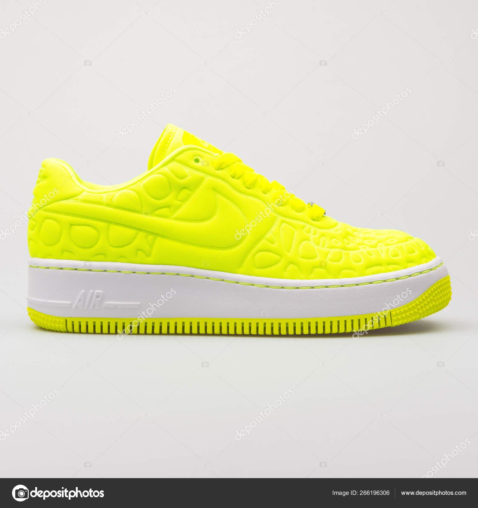 Nike Air Force 1 Upstep SE volt yellow