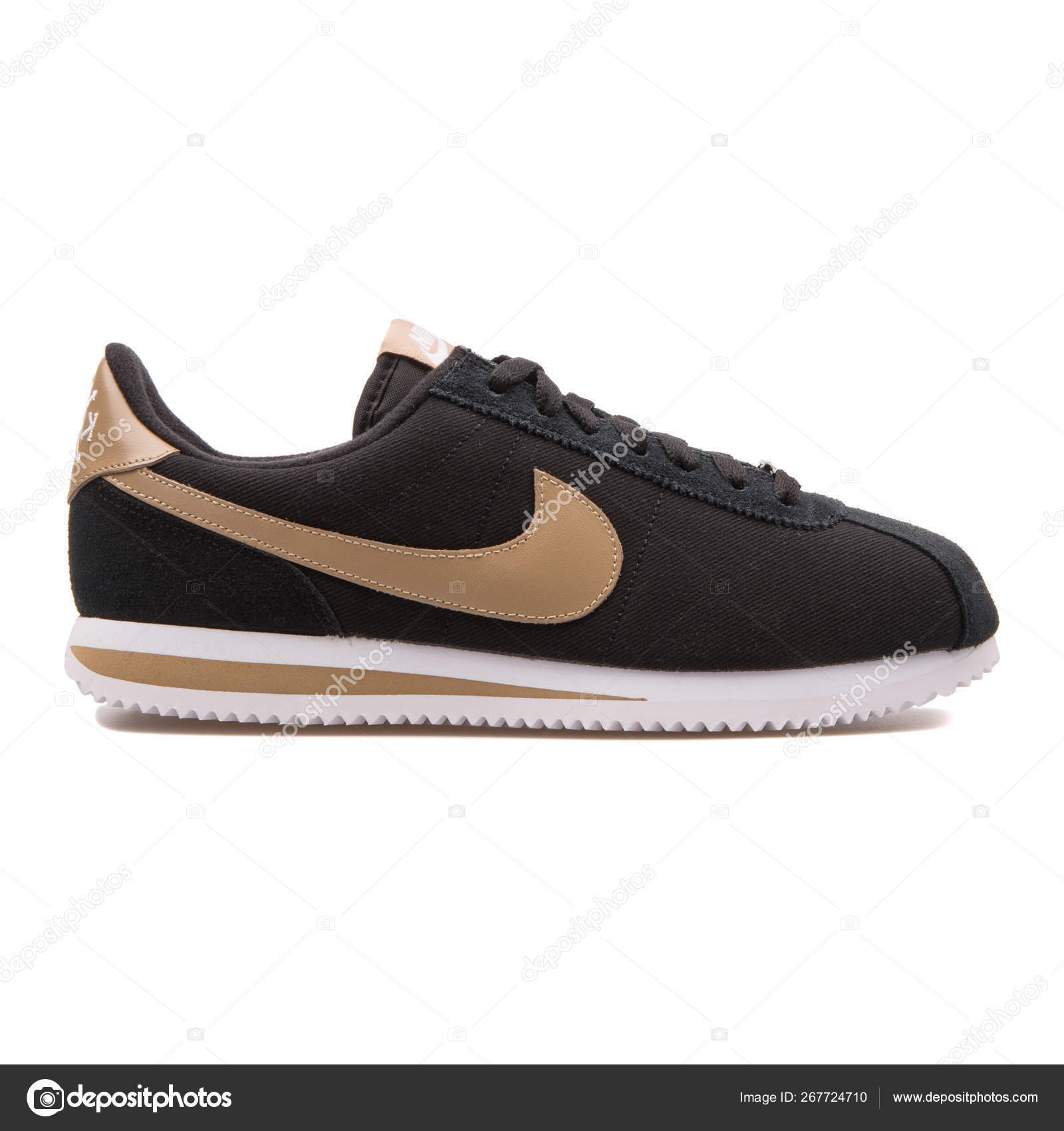80bc77e6 Nike Cortez Basic Premium QS black and beige sneaker — Stock Photo