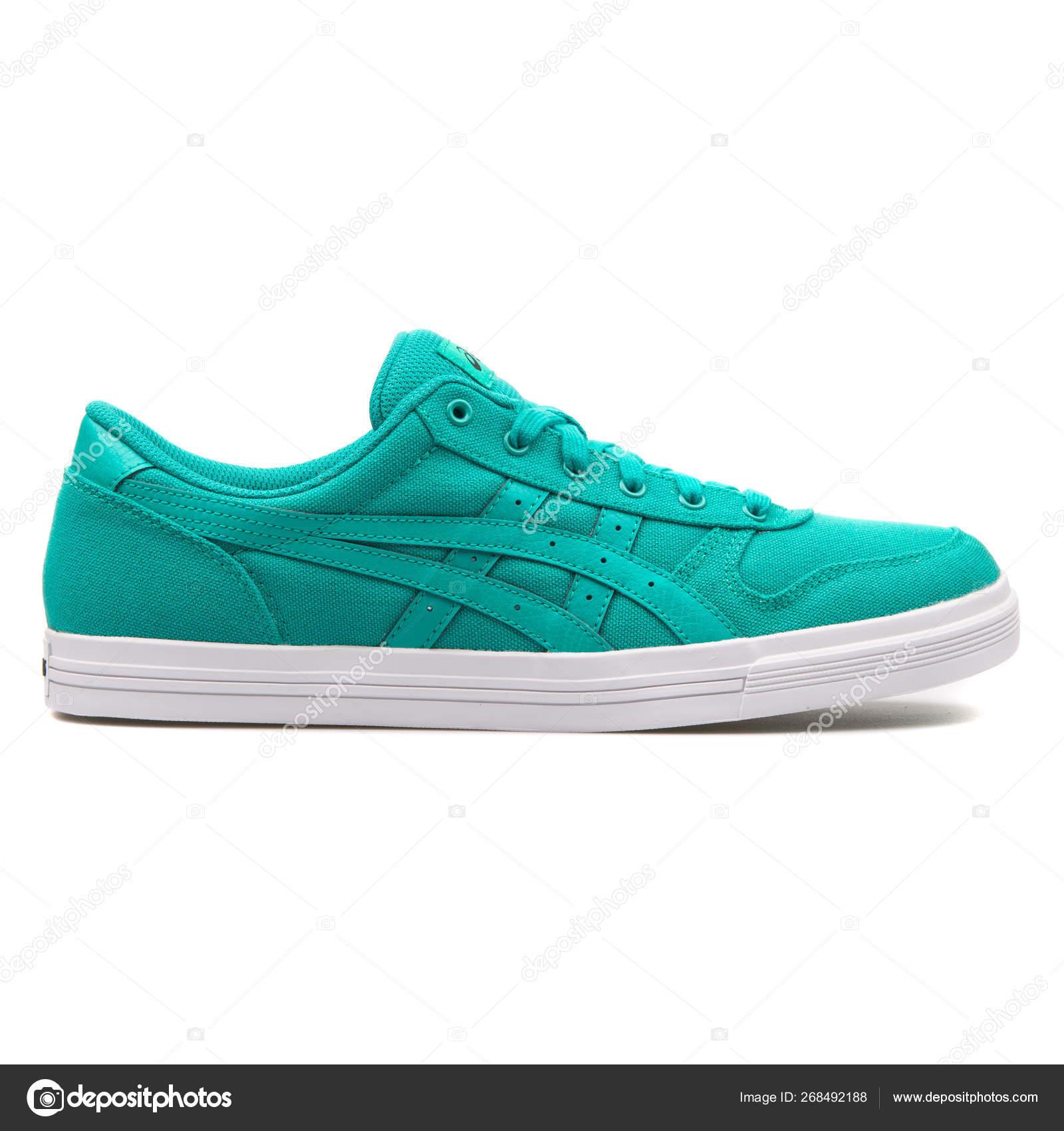 Electrónico navegador Menstruación  Asics Aaron green sneaker – Stock Editorial Photo © xMarshallfilms  #268492188