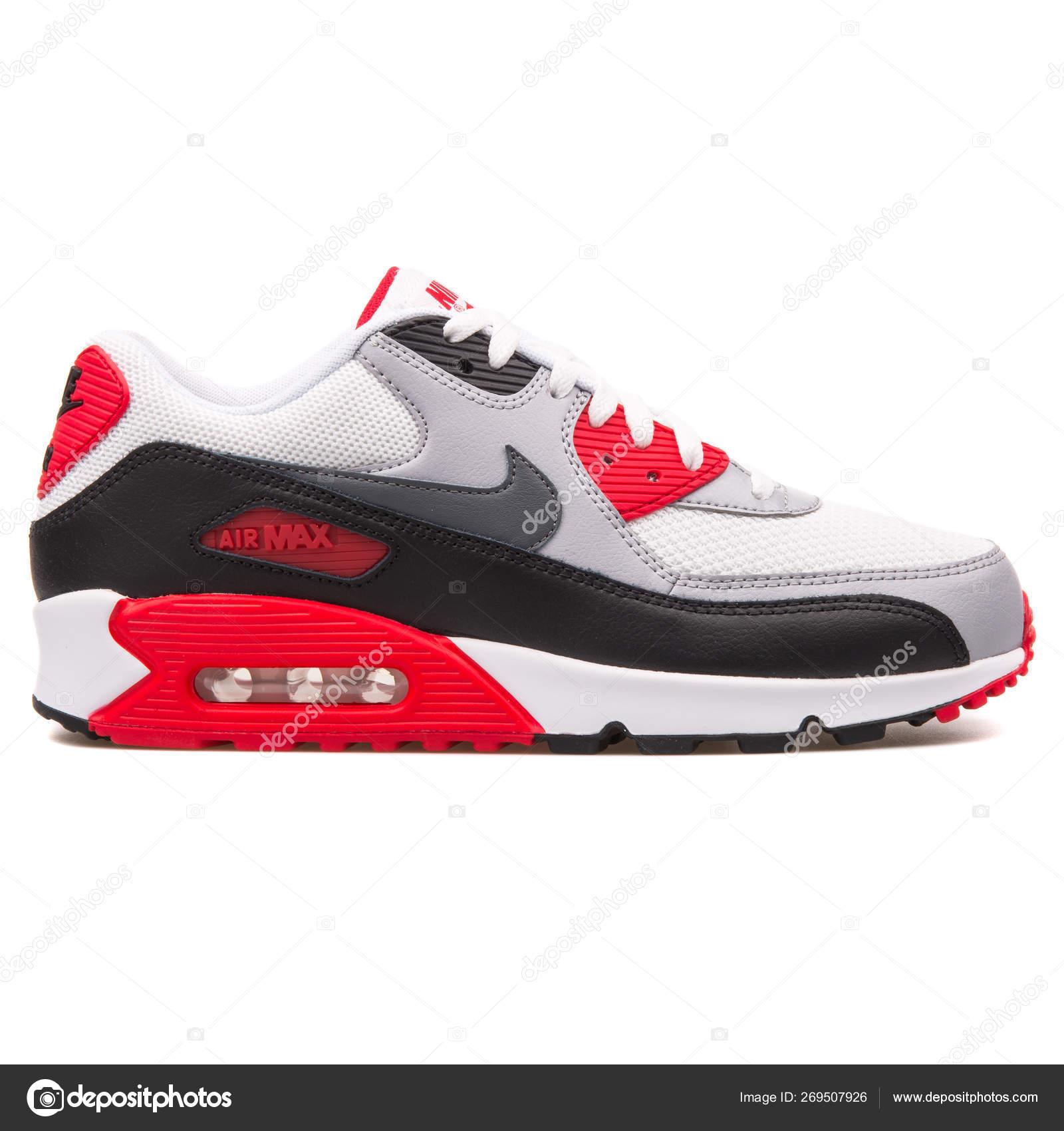 guapo exuberante en diseño hombre Nike Air Max 90 Essential white, black, grey and red sneaker – Stock  Editorial Photo © xMarshallfilms #269507926