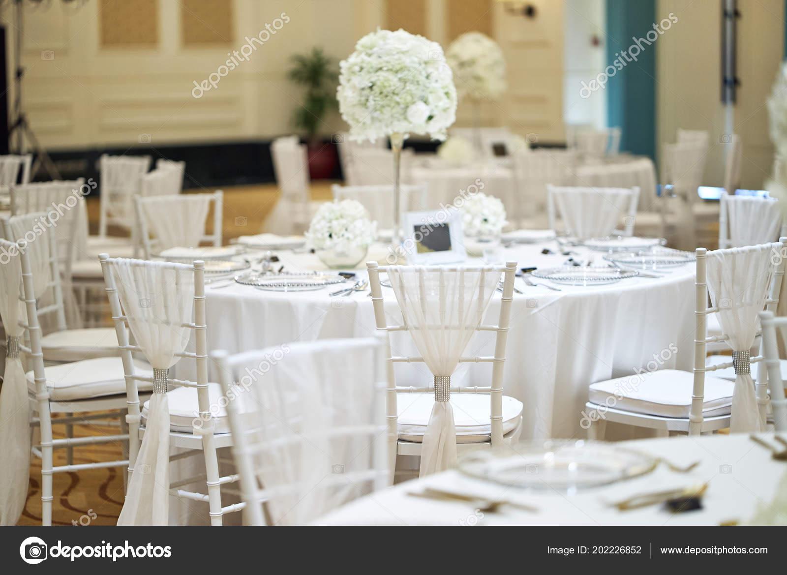 Wedding Reception Dinner Venue Setup White Flower Theme Bunch White ...