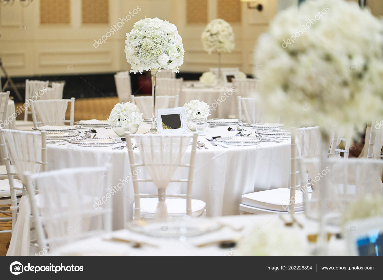 The Wedding Reception Dinner Venue Setup With The White Flower Theme, A  Bunch Of White Roses, Flower, Floral Decoration On The Dinner Table.