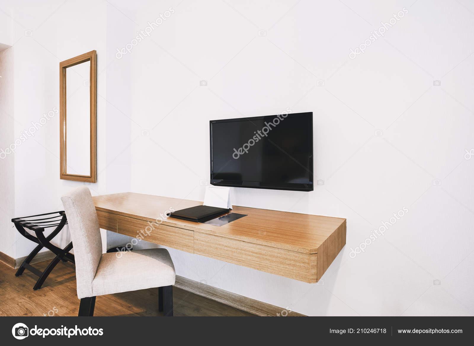 Moderne hotel appartement kamer decoratie met hulpprogramma bureau
