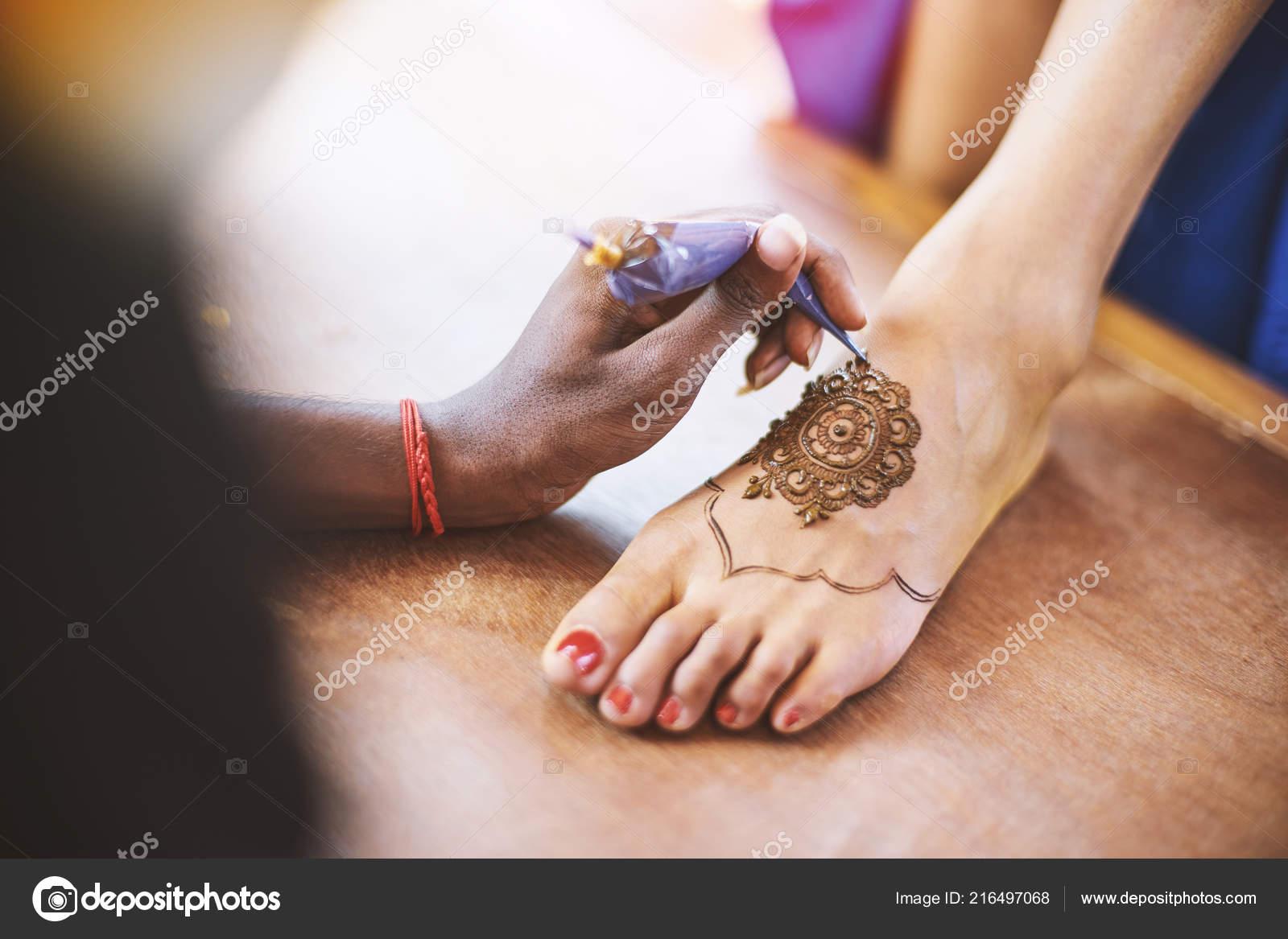 Indian Henna Artist Drawing Tattoo Art Mehndi Women Foot Indian