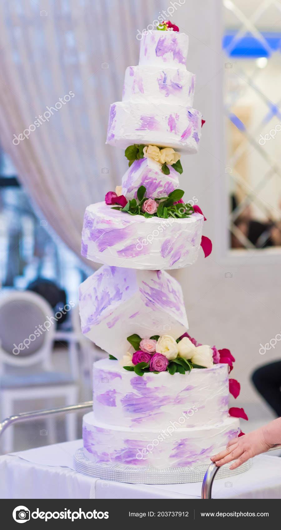 Prachtige Hochzeitstorte Eine Ungewohnliche Form Die Grosse Torte Mit