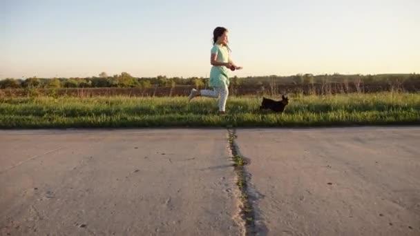 Laufen und spielen mit Hunden