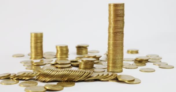 Sloupec mincí jde dolů
